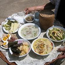 7 Lao traditional dishes to give to the monks