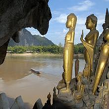 Pak Ou caves, thousands of Buddha representations